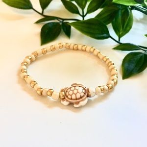 Jewelry - Cream and Gold Seed Bead Turtle Charm Bracelet